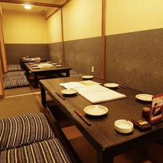 2階は、心和む落ち着いた雰囲気の個室フロア。4名様~36名様までの、ご宴会にご利用いただけます。居心地の良い空間で、時間を忘れてお楽しみください。
