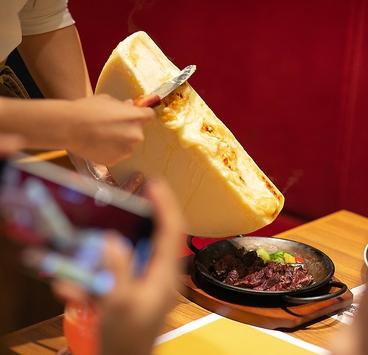 チーズ料理専門店 Love&Cheese!! EDEN仙台店の雰囲気1