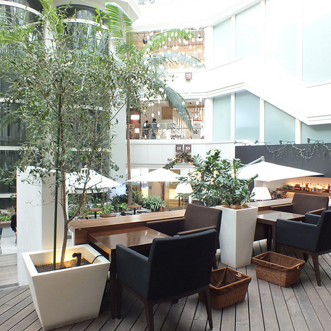 イムズ12F。昼はカフェ、夜は気軽にサングリアなどを楽しめるスペイン風バルです。