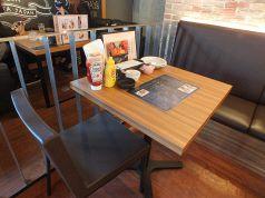 2名用テーブル席!!まだ知らないあの子をデートに誘ってみては?初めての彼女はオシャレな空間にキュンとするかも…