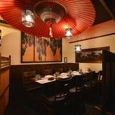 大きな京和傘が特徴のこちらのお席◎落ち着いた照明と和にこだわったインテリアがオトナの上質空間を演出します。8~10名様でお使いいただけますので会社の宴会や接待に、、、♪