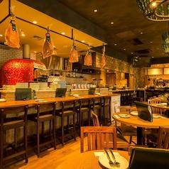 広々とした店内は開放感たっぷり★リーズナブルに、でも美味しく楽しく食事がしたいカジュアルイタリアンな気分の日は『VANSAN』に決まり!人数に合わせて少人数、中規模、大人数と、あらゆるシーンでのご利用に対応できるサイズのテーブル席をご用意しております。