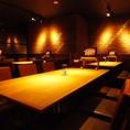 タッチパネル常設のテーブル席 6名様から10名様落ち着いた店内空間にあるテーブル席は個室ではなくとも、ゆったりとお食事を楽しむことが可能です。宴会コースや美味しい逸品料理、種類豊富なドリンクをご用意してお待ちしております。