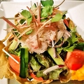 料理メニュー写真蕎麦釜盛り 北海ずわい蟹サラダ