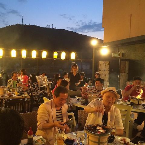 仕事帰りは秋田町に集合!暑い夏は開放的な屋上で宴会を楽しんで!