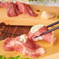 生で提供するお肉だからこそ、鮮度には1番のこだわりを持っています!さらに、肉の種類や部位によって調理方法も細かく変えています。薬味の種類・包丁の入れ方・味付け・炙り…etc 当店自慢の味をご堪能ください!