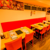 ゆとりのあるテーブル席。人数に応じてレイアウト変更も可能です。少人数グループでのお食事会や女子会などにおすすめです!!