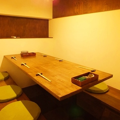 店内奥の1部屋限定の掘りごたつ席。最大6名までご利用いただけるおこもり個室です。
