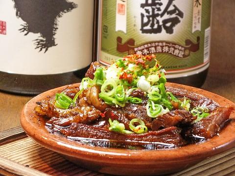 『日本酒が飲みたい。』毎日継ぎ足しの牛煮込み、店主厳選の日本酒…ウマイ…!!