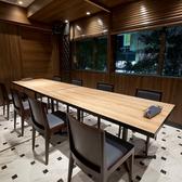 【テーブル席:10名様までご利用可能です】完全な防音タイプの個室席です。特別な接待やパーティーなどで是非ご利用くださいませ♪人気の高いお席ですのでご予約はお早めにお願い致します!広々とした店内でのお食事、お酒をご堪能下さいませ。女子会や合コンにもぜひご利用下さい!その他多数のお席をご完備しております!