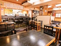 落ち着いた雰囲気の店内にあるテーブル席は、最大16名様のご宴会としてもご利用いただけます♪団体様のご宴会や会合など、様々なシーンではお座敷もご利用いただけます