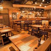 2名様からご利用可能の少人数様向けテーブル席は、デートなどにピッタリ!アジアに旅行に行った気分のオシャレな雰囲気の店内でゆっくりとお過ごしください。