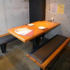 落ち着いた雰囲気のプライベート空間♪デートに最適☆ゆったりとおくつろぎ頂けるテーブル席をご用意!