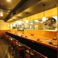 広めのカウンター席はオープンキッチンなのでスタッフと楽しい会話も楽しめます!