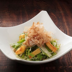 料理メニュー写真水菜・茗荷・お揚げのさっぱりサラダ