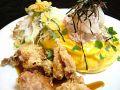 料理メニュー写真ツナ&大根おろしの若鶏唐揚げのっけ和風オムライス(サラダ添え)スープ付き
