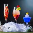 さまざまなドリンクもご提供しております。季節に合わせて旬のフルーツを使用したカクテルなど、女性のお客様に大人気のメニュー多数です!