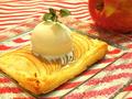 料理メニュー写真薄焼きカリカリの焼き立てアップルパイ