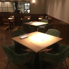 非常に開放的で明るいお席はモーニングのエネルギーチャージにもぴったり◎お席の間隔も広々ゆったり♪お食事や読書タイム、お仕事帰りの女性同士のお喋りにも◎