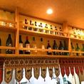 カウンター上にはズラッと並んだワインが・・・