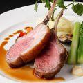 料理メニュー写真骨付き仔羊背肉の炭火焼きオルレアンマスタードソース