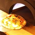 本格ピザ釜。ピザだけではなく、窯で焼く窯焼き料理もお楽しみ下さい。