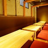 最大30名様までご着席可能なお座敷席。ご人数に応じてレイアウトを変えることができます!のれんで仕切られた半個室の和空間をお楽しみくださいませ。
