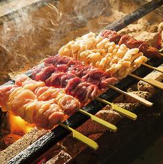 料理メニュー写真もも串/皮串/砂肝串/ぼんじり/やげん軟骨