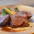 別名Delmonico-steakとも呼ばれレストランDelmonicoで出された分厚い霜降り肉のステーキに名前の由来があります。NYカットステーキ×工場直送ビールの贅沢なコラボレーションがお食事をさらに盛り上げます。 他にもベイビーバックリブ、スペイン産熟成ラルポークロースのグリルなどの肉料理をご用意しております!