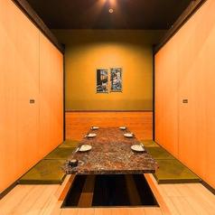 6名部屋『気の合う仲間との食事会など』にご利用ください…完全プライベートでお食事を楽しめる個室を多数完備しています。