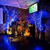 【機材一覧:ギター・ベース・ドラム・キーボード・アンプ各種、音響環境、モニター×3台、カラオケ、マイク】