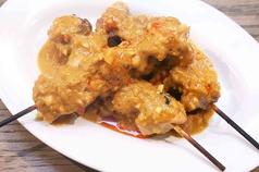 ピーナッツソースが決め手!鶏の串焼き 「ガイ・サテー」2本