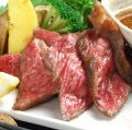 料理メニュー写真黒毛和牛の炙り焼き ~自家製ジャポネソースと岩塩で~