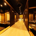最大320名様まで個室にご案内。ご宴会に合わせた最適なお部屋にご用意致します。※写真は系列店です。