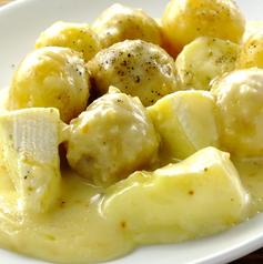 料理メニュー写真ジャガイモとカマンベールのチーズソテー