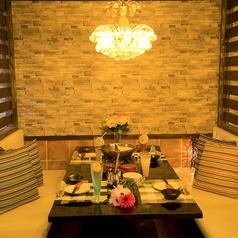 個室居酒屋の個室渋谷ならではのシャンデリアの照明がほんのり照らす個室空間。渋谷での落ち着いた雰囲気はデートや合コン、女子会、誕生日など様々なシーンに対応可能!渋谷らしい大人の空間をおしゃれな個室でご提供致します★充実の飲み放題・飲み放題も魅力のひとつ。女子会での食べ放題や飲み放題など大歓迎です!!
