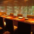 こちらのお席は、落ち着いた空間のテーブル席です。気持ちのいい開放感のある個室空間となっております。ガラス仕切りなので開放感があります。また、3階部分なので、他のお客様から見えることはほぼございません。女子会や合コンにも人気のお席です。