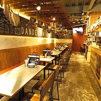カフェ風のオシャレな店内は明るく居心地抜群の空間♪