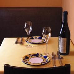 【テーブル席2名席×1】y優しい雰囲気に、親しみやすい接客、絶品お料理に種類豊富なドリンクと大満足間違いなし。お気軽にお立ち食べログ寄りください。