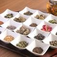 """【厳選 中国茶を豊富にご用意】お食事の後には""""ホッ…""""と一息しませんか?当店のこだわりでもある中国茶は、当店スタッフが厳選して茶葉をご用意しております。華やかで豊かな味わいの中国茶を、芳醇な香りとご一緒にお楽しみください。"""