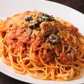 料理メニュー写真ツナとオリーブのトマトソースパスタ