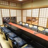 掘りごたつ式の完全個室が6室ございます。机の下には半分に割った竹を置き、足の置き場としてご利用いただけます。6室はそれぞれ、6名,4名,4名,8名,12名,8名まで人数対応可能です。