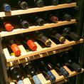 【中華と一緒にワインも楽しめます】当店のコンセプトは『飲茶や中華料理をワインと一緒に楽しむ』としています。店内にはいつでも良好な状態のワインをお客様に提供できるよう、ワインセラーを完備。リーズナブルなものから高級ワインまで20種類以上を常備しているので、記念日や誕生日等のご利用にもおすすめです。