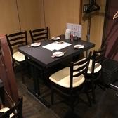 テーブルは4人用2卓をご用意しています。
