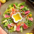 料理メニュー写真本日直送野菜のカルパッチョ盛合せ メイヤー塩レモンドレッシング