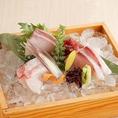豊富な種類の日本酒や焼酎との相性も抜群のこだわりの和食料理や、新鮮な海鮮を使用したお刺身などのお料理をご用意しております。お酒とお料理が楽しめる飲み放題付の宴会コースを多数ご用意しておりますので八重洲での飲み会や各種ご宴会の際に是非ご活用下さい。