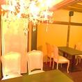 2Fは和・洋室どちらもございます。洋室はシャンデリアを使ったエレガントな空間をお楽しみいただけます。