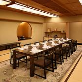 大広間では、会社の宴会・会合・慶事など、幅広くご利用いただけ、最大72名までのご利用に対応しております。