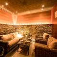 柔らかな間接照明を使った部屋など、心和む演出にも気を配っています。※画像は系列店イメージ