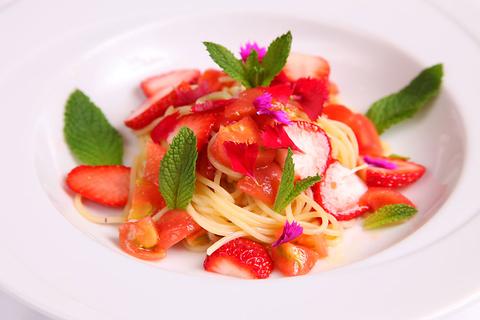 その日仕入れた新鮮食材を使ったコース料理が楽しめる。こだわりイタリアンの店。